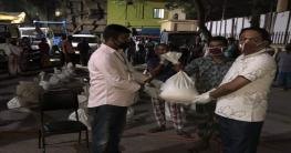 নওয়াপাড়ায় ১০০ ইজিবাইক চালকদের খাদ্যসামগ্রী দিলেন পৌরমেয়র