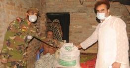 খাজুরায় কর্মহীনদের ঘরে খাদ্যসামগ্রী পৌঁছে দিলো সেনাবাহিনী