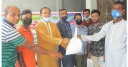বাঘারপাড়ায় সম্মিলিত সামাজিক উন্নয়ন সংগঠনের খাদ্যসামগ্রী বিতরণ