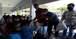 লোহাগড়ায় ৫০০ হতদরিদ্র পরিবারে পৌছালো মাশরাফির খাদ্যসামগ্রী