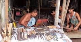 হাতুড়ির টুংটাং শব্দে মুখর যশোরের কামারশালা
