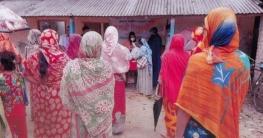 নওয়াপাড়ায় দুস্থদের ত্রাণ বিতরণ করেছে 'পল্লী দরিদ্র কল্যাণ সংস্থা'