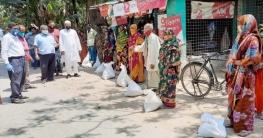 বাঘারপাড়ায় ২৫০ পরিবারকে খাদ্য সহায়তা দিলেন এমপি রনজিত রায়